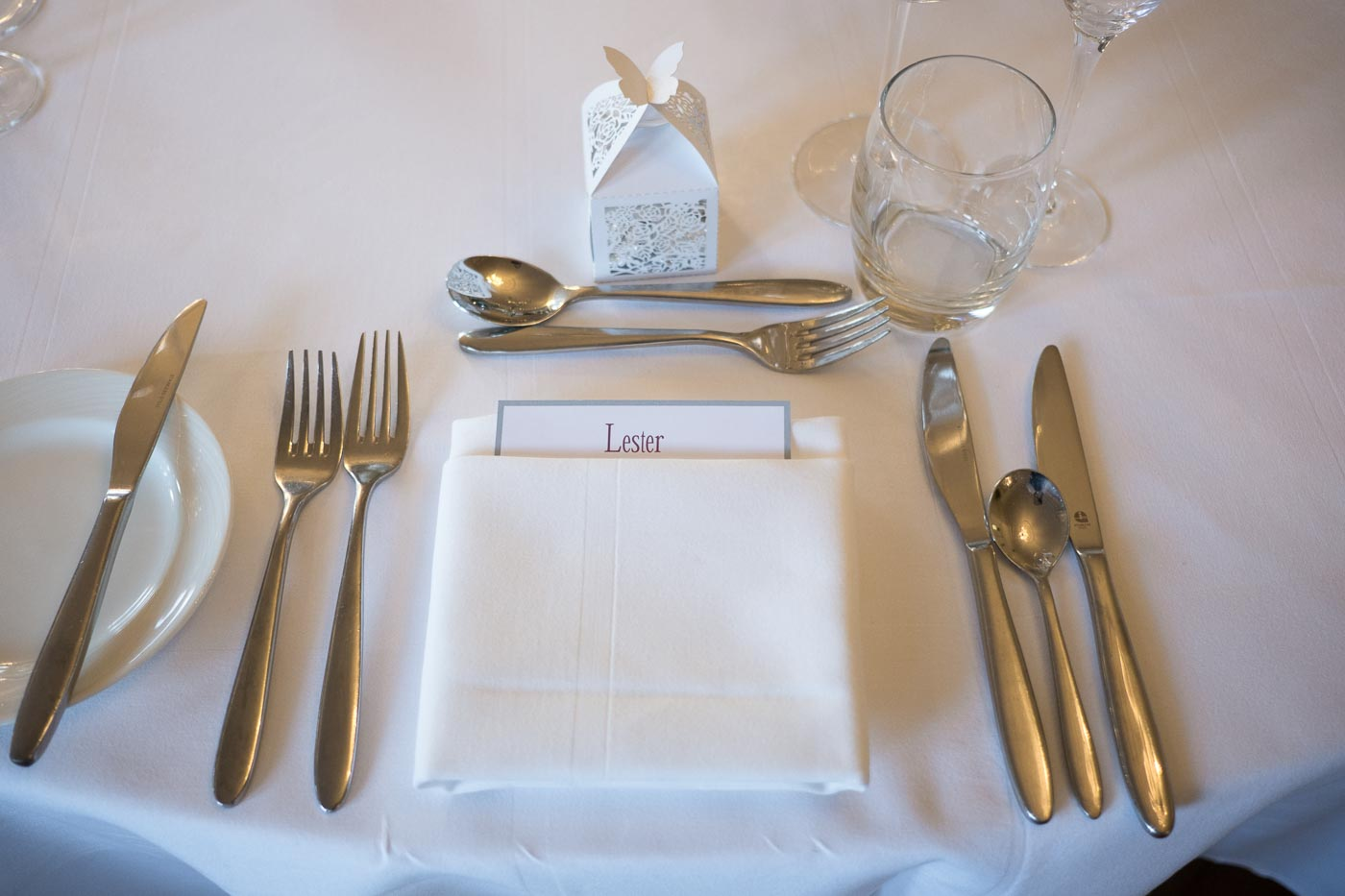 Lester table name card and white wedding favour box