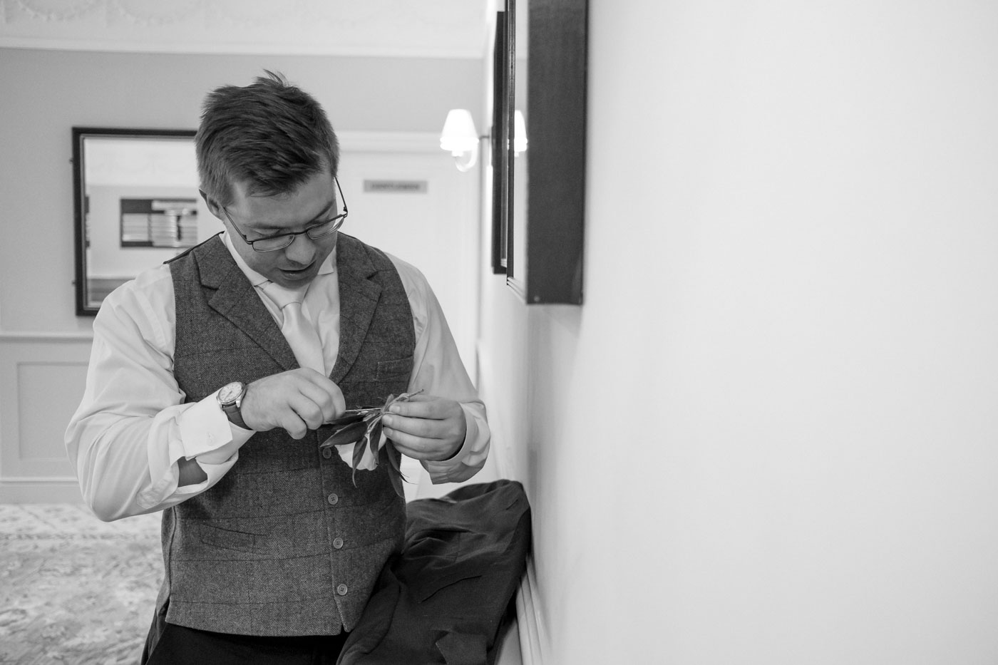 best man sorting out buttonhole