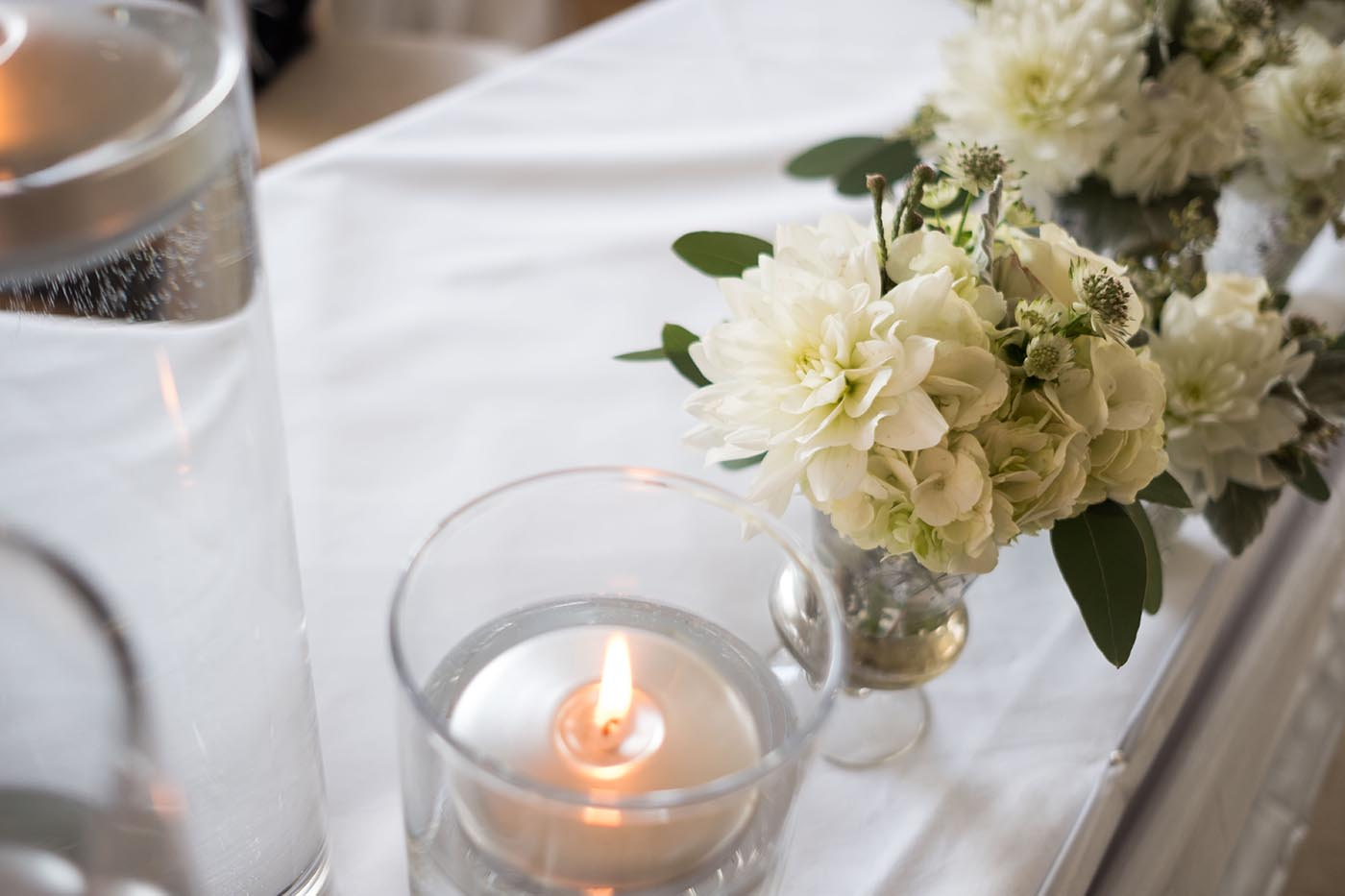 floral wedding table decor with white linen