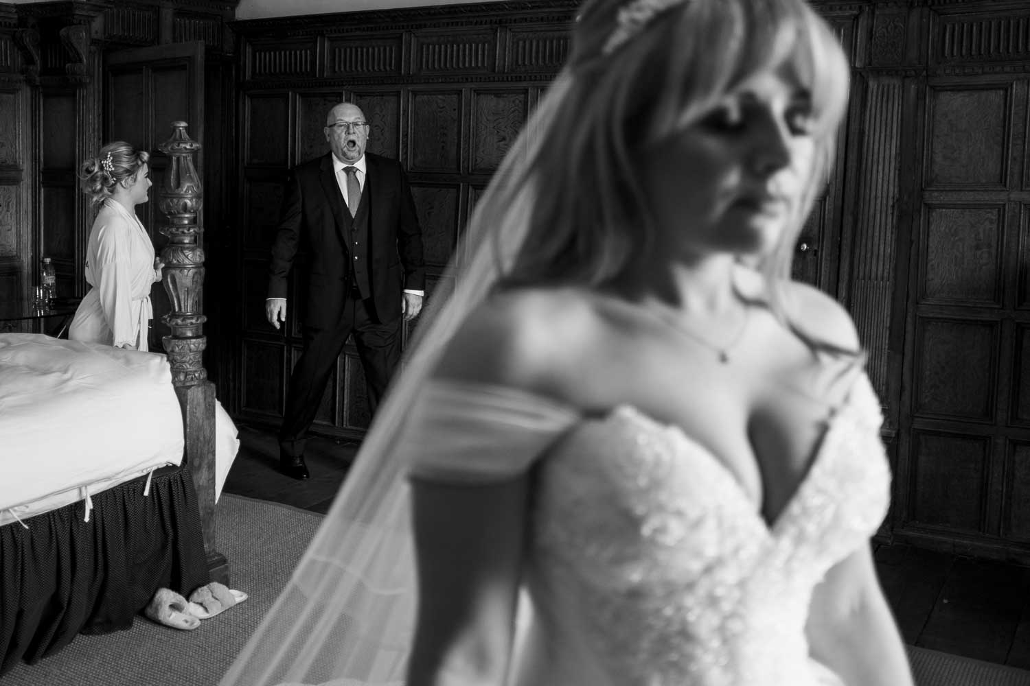 brides dad seeing her in the dress