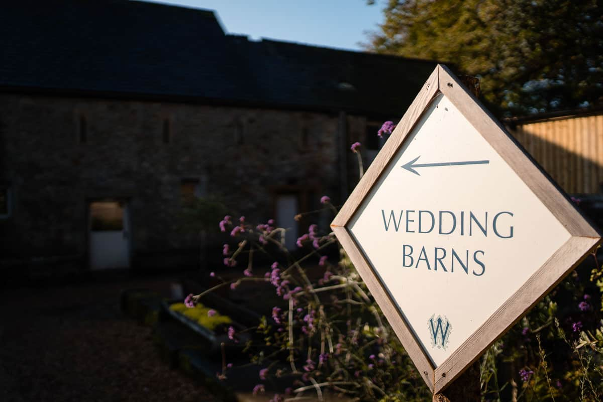 wedding barns sign
